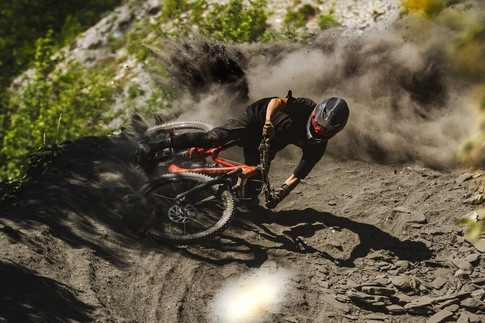 Dust Explosion with Loic Fery