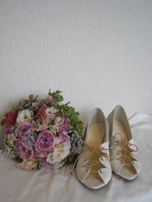 peep-toe pumps for wedding