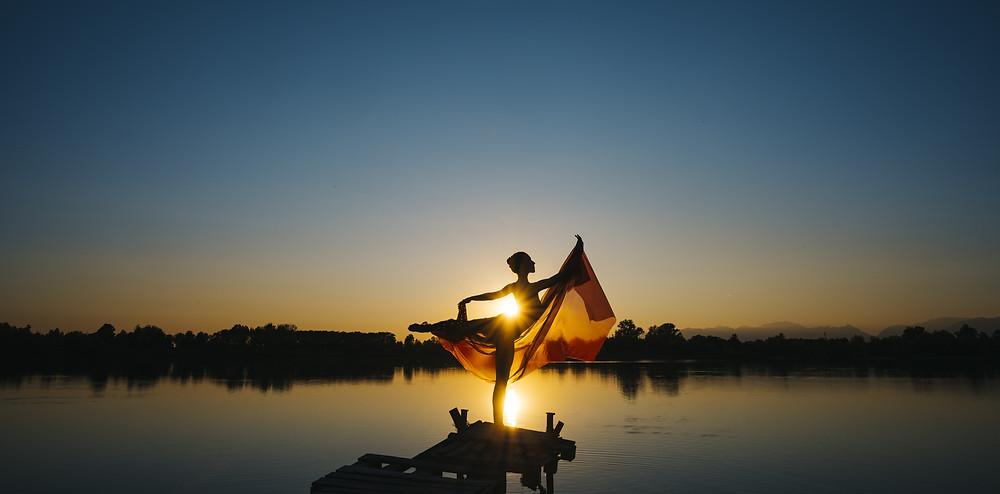 Lass Dein Herz weit werden, kleide Dich in Dein wahres Wesen und tanze durch Dein Leben.