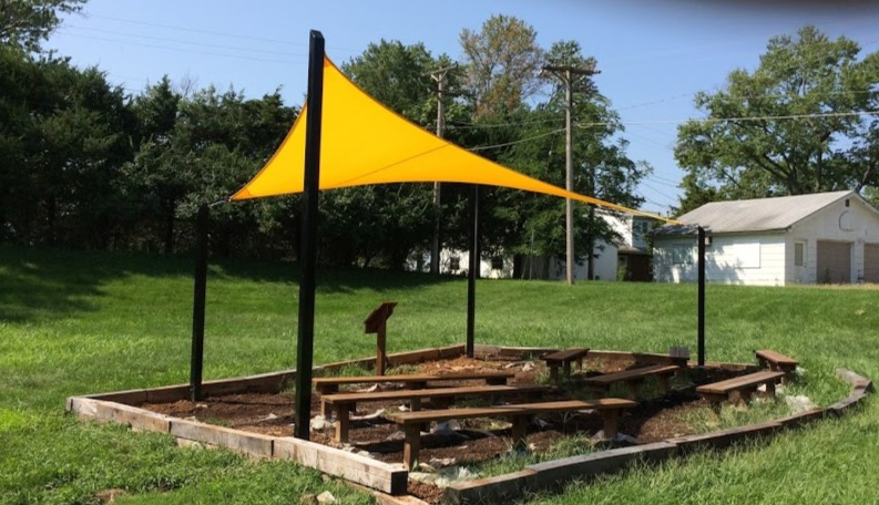 Wohlwend ES shaded outdoor classroom