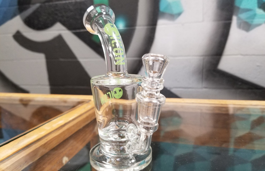 Bud-ee's Smoke & Vape, Manor, Tx 78653 - Water Pipes