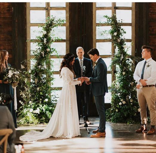 knot-and-pine-alpine-barn-wedding-street