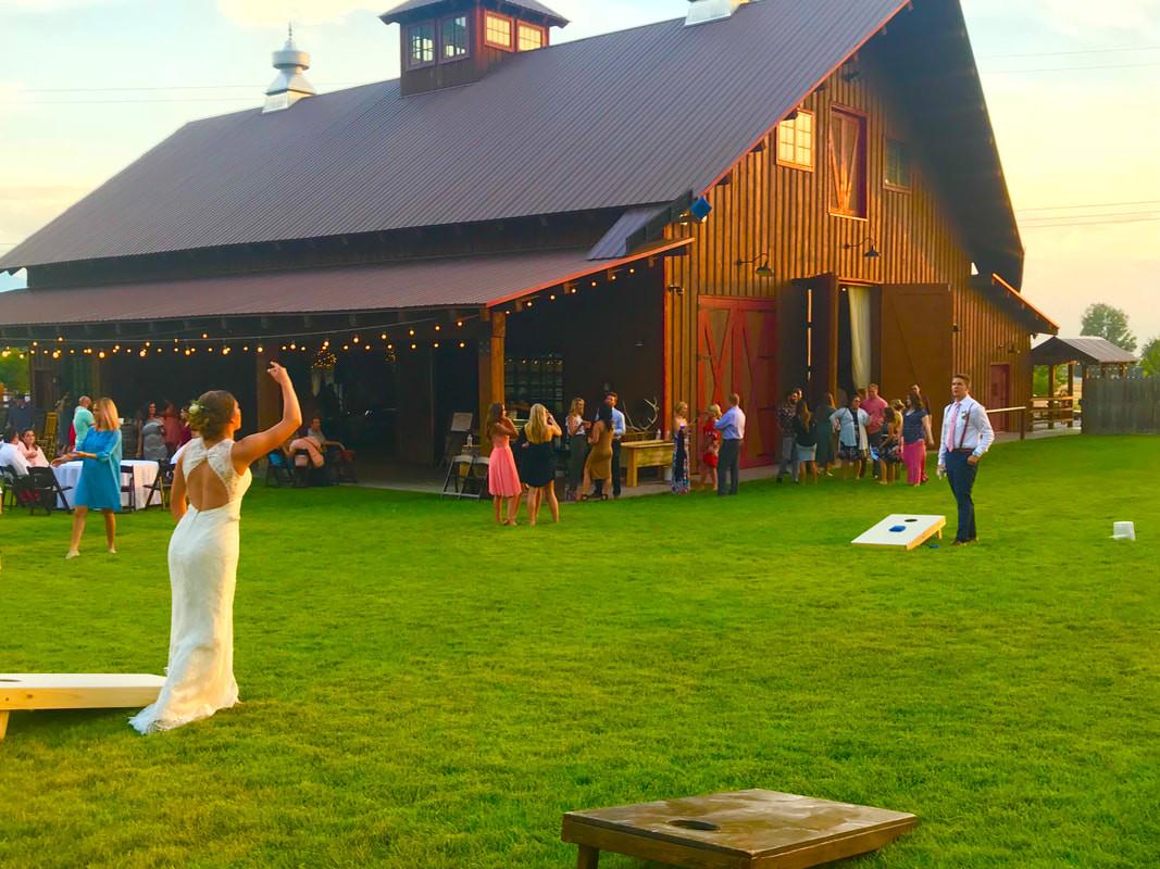 qquiet-meadow-farm-barn-wedding-street-u