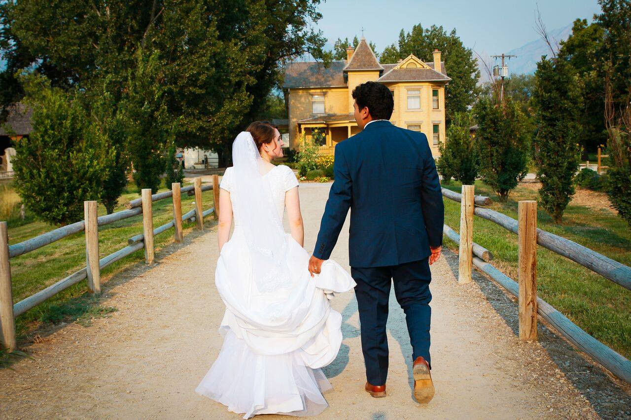 wheeler-farms-barn-wedding-street-utah