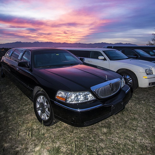 Lincoln Town Car (8 Passenger)