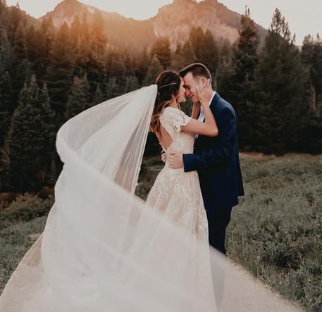 bride and groom mountain wedding utah 1.