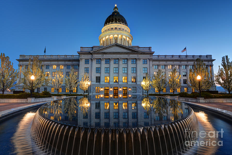 utah-state-capitol-in-reflecting-fountai