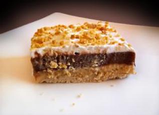 peanut toffee torte.png