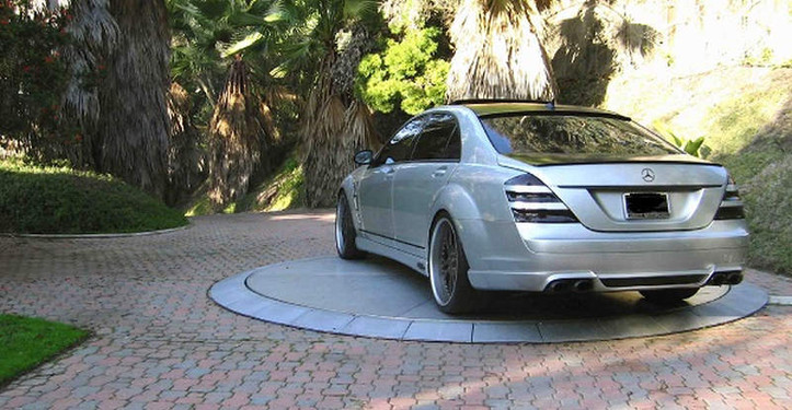 Car-turntable-is-high-end-parking-soluti