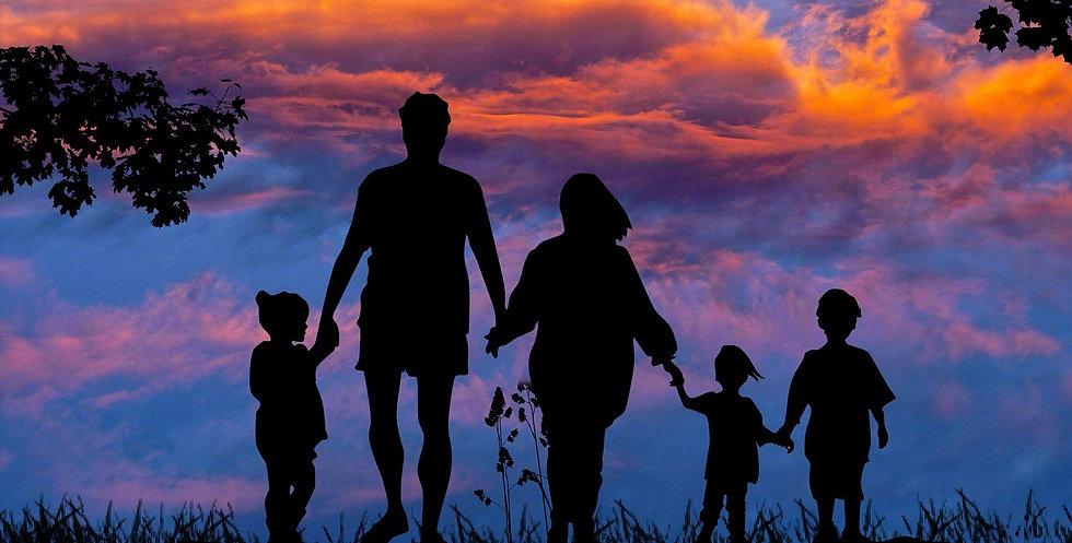family-1517192_1920a.jpg