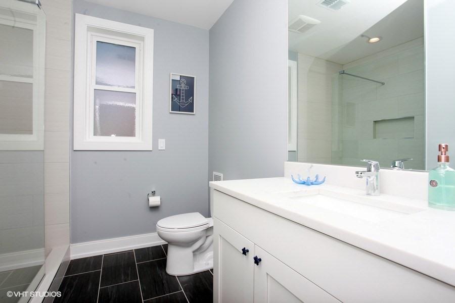 15_103JoeLn_323_Bathroom_LowRes.jpg