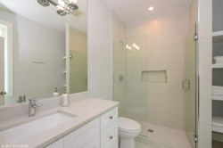 12_210MaryLane_13_MasterBathroom_HiRes.j
