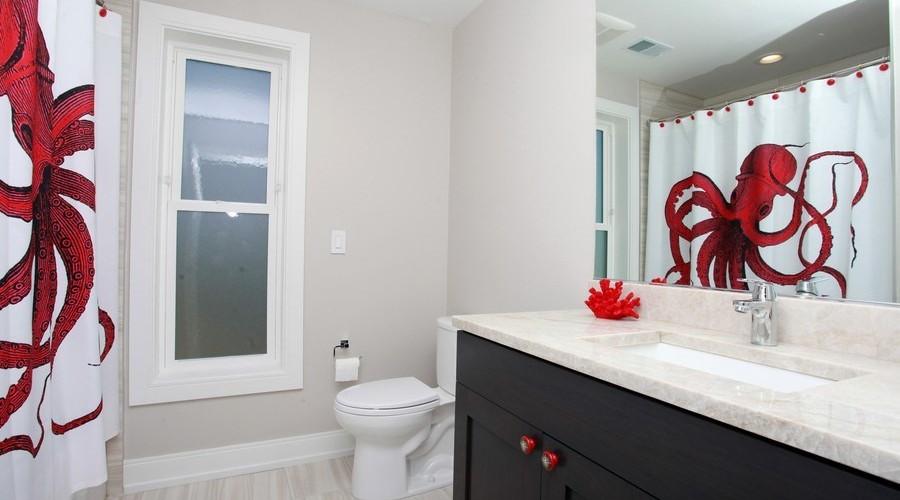 14_103JoeLn_8_Bathroom_LowRes.jpg