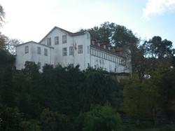 A casa com terrenos envolventes