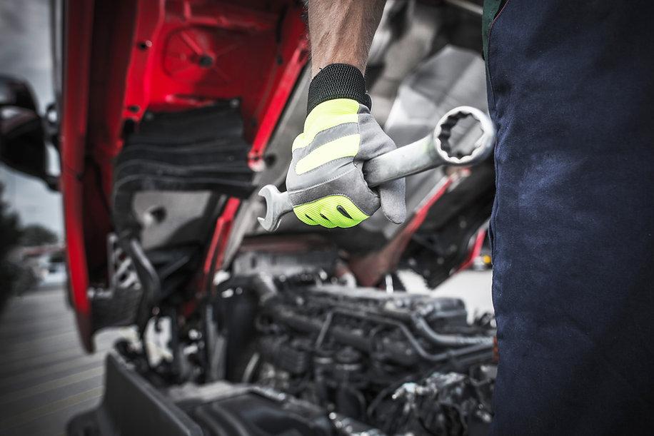 semi-trucks-mechanic-PZT8G5P (1).jpg