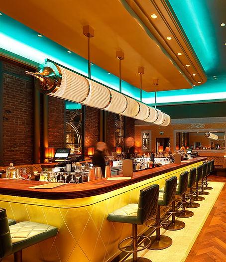 Riesige Art Deco Leuchte in einer Art Deco Bar in Hagen