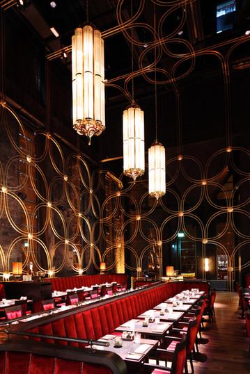 Große Art Deco Deckenleuchten im Restaurant Elbers 800 Grad