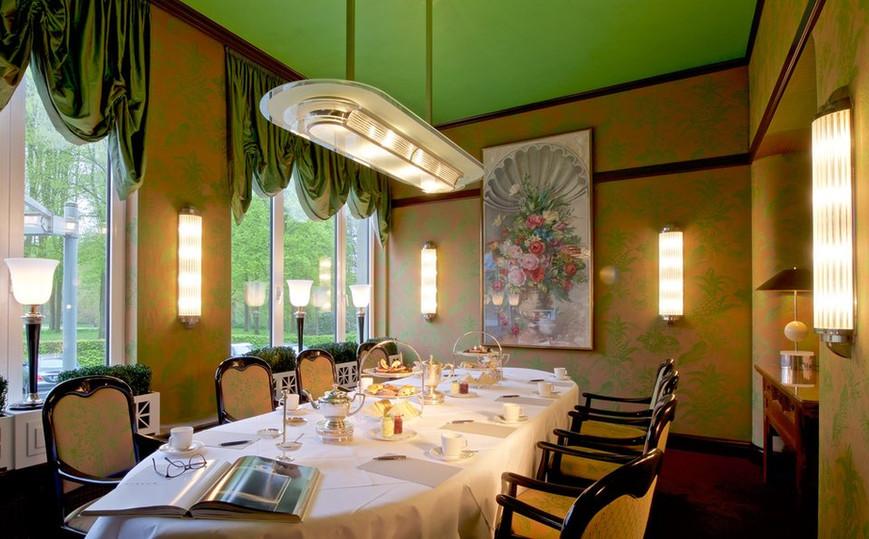 Konferenzraum mit Art Deco Leuchten.jpeg