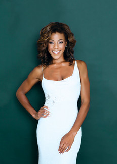 Nicole Henry_white-dress_greenbck.jpg