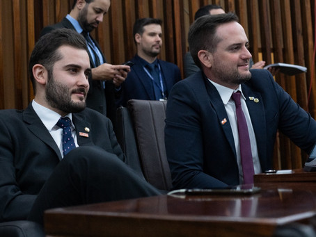 Deputados do Novo comemoram extinção de auxílio na Assembleia Legislativa
