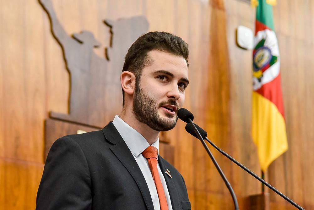 deputado estadual giuseppe riesgo discursa sobre burocracia no rio grande do sul