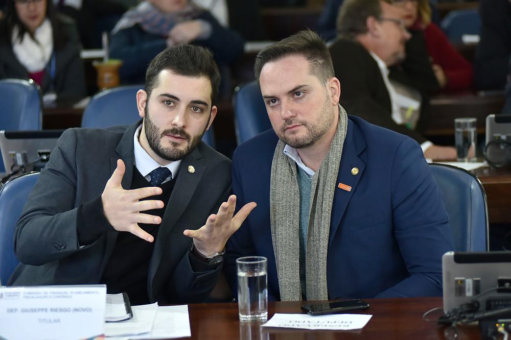 giuseppe riesgo e fabio ostermann em comissão da assembleia legislativa