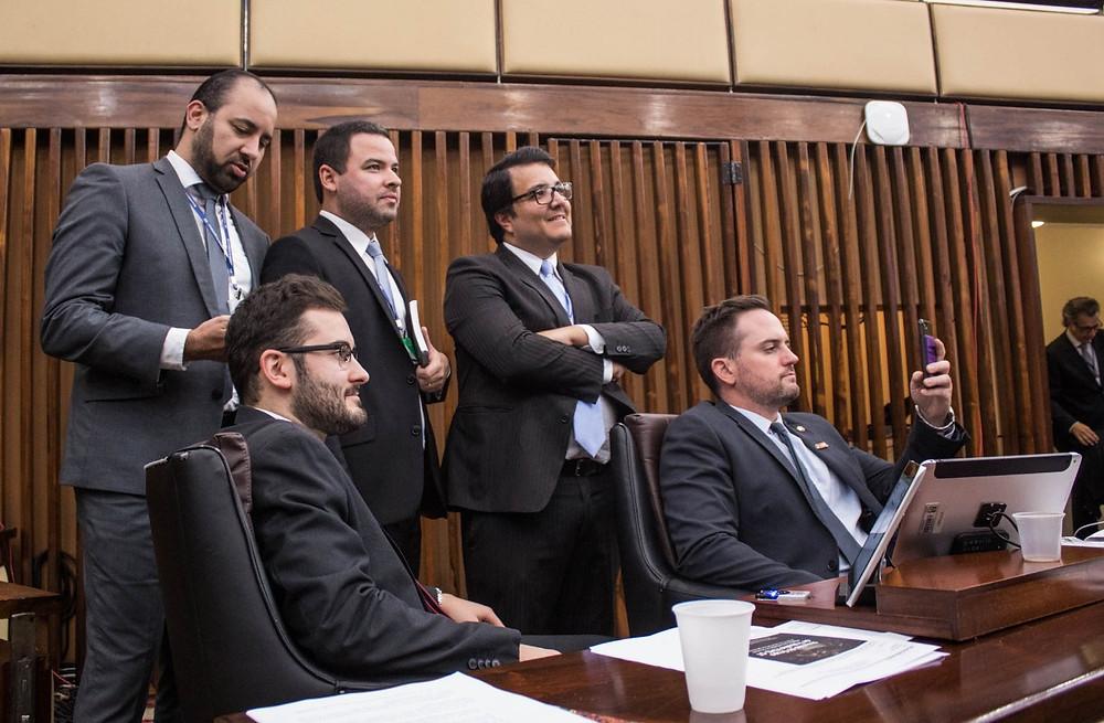 economistas e advogados da bancada do novo junto aos deputados giuseppe riesgo e fabio ostermann no plenário da assembleia legislativa do rio grande do sul