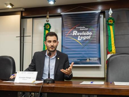 Comissão presidida por Giuseppe Riesgo propõe revisão de 1,9 mil leis no RS