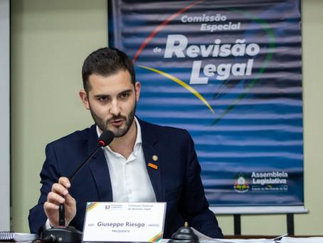 Comissão Especial de Revisão Legal aprova relatório propondo revisão de 1,9 mil leis