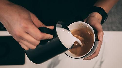 Latte Pour