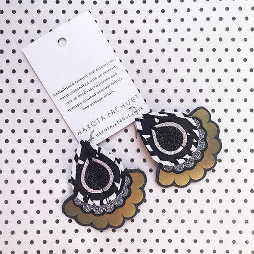 OVERSIZE JAZZY PLECTRUM EARRINGS in black, white and metallic olive
