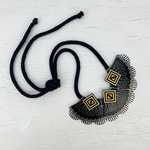 METALLICS small fan, bib necklace in gloss black, gold and silver
