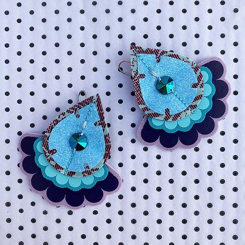 OVERSIZE JAZZY PLECTRUM EARRINGS in glittery bubblegum blue and dark purple