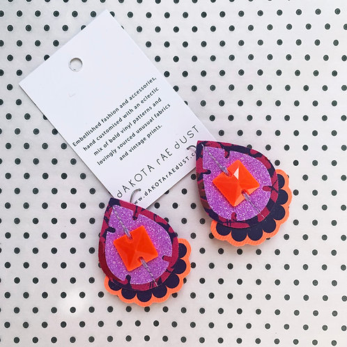 JEWELLED, JAZZY PLECTRUM EARRINGS in purple, lilac and orange