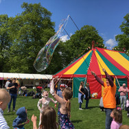 31 KF19 Giant Bubbles panic circus.jpg