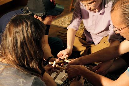 Team solving a puzze