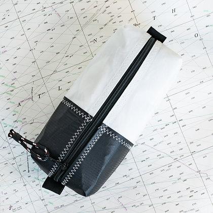 Medium Recycled Sail Dopp Kit - with black