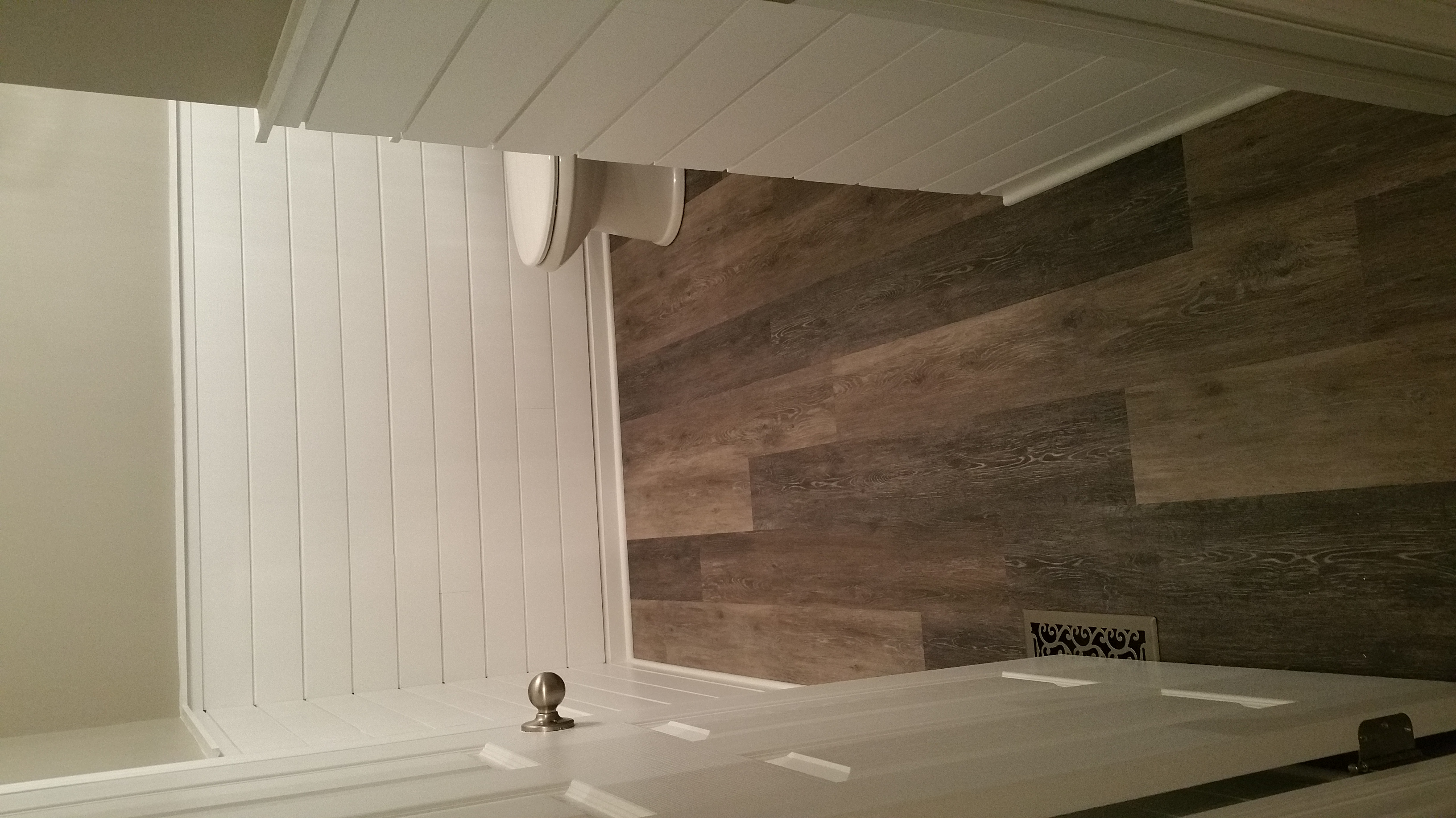Shiplap Accent 1/2 Wall