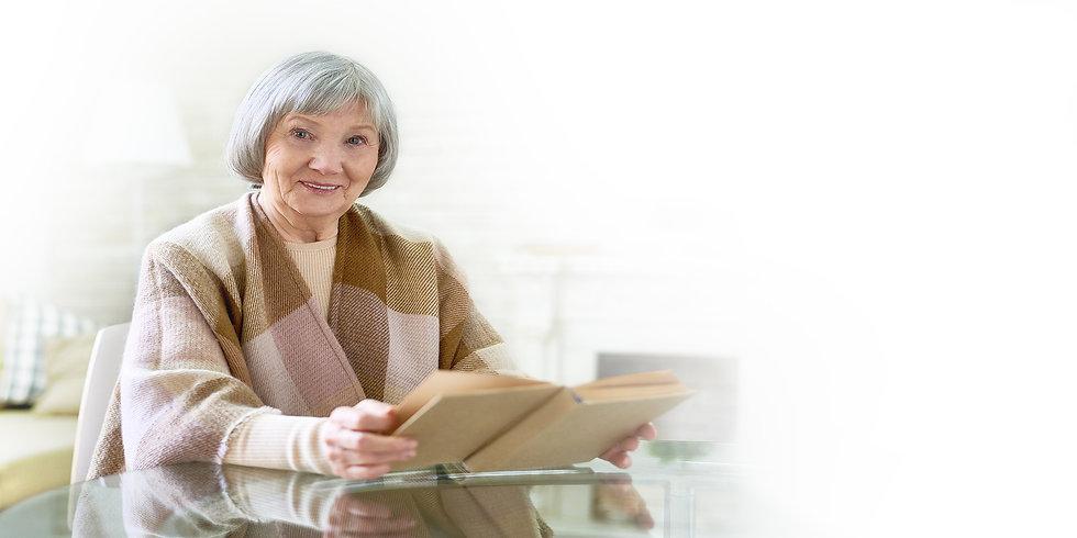 SeniorsLivingWell_Elderly_Woman 04.jpg