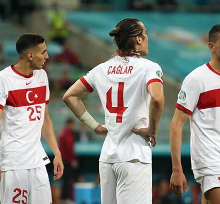 Türkiyə millisinin futbolçuları Bakıda dalaşdılar!