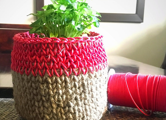Two-tone basket without handles