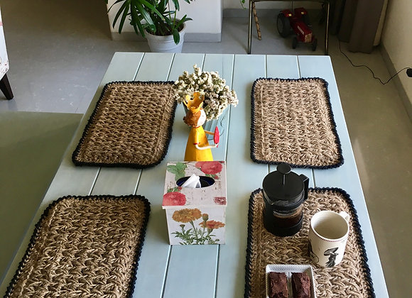 Grit black-bordered placemats