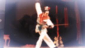 """独舞""""醉剑"""",一个高难度的男子舞蹈,是一个中国古典舞中考验男子全面功底的标志性作品。"""