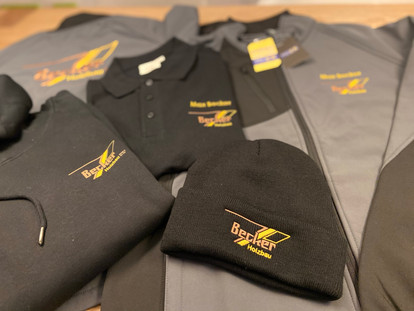 neue Teambekleidung mit 💚 bedruckt und bestickt
