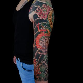 Snake and chrysanthemums 3/4  sleeve (detail)