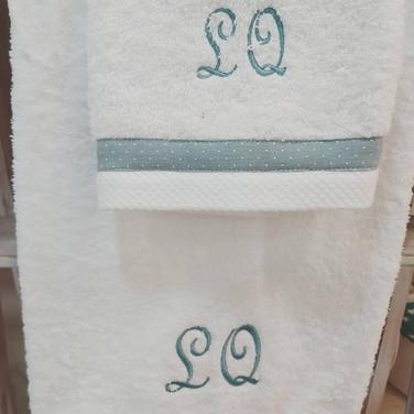 toallas-bordadas-inciales.jpg