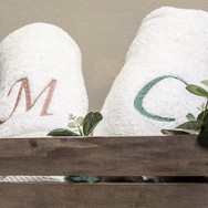 toallas-inicial-bordada.jpg