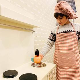sergio-con-mandil-cocinero-infantil.jpg