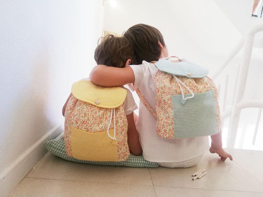 ninos-con-mochilas.jpg