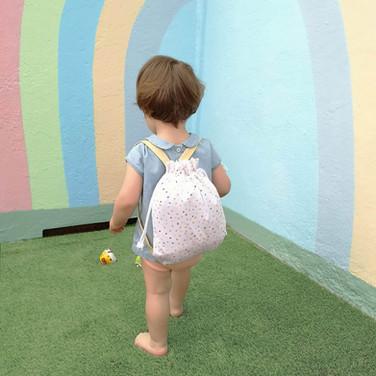 mochila-arco-iris-bebe.jpg